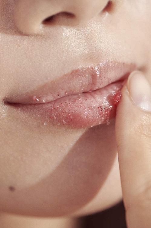 Henné Organics Lip Exfoliator in Nordic