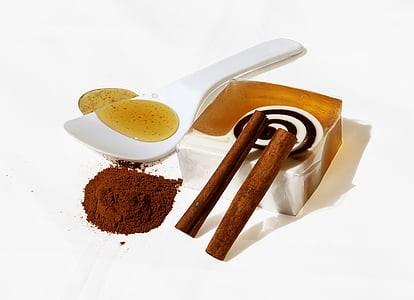 DIY Cinnamon Lip Gloss