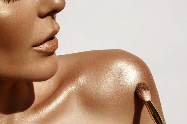 Give a Glamourous Touch to Your Collar Bone