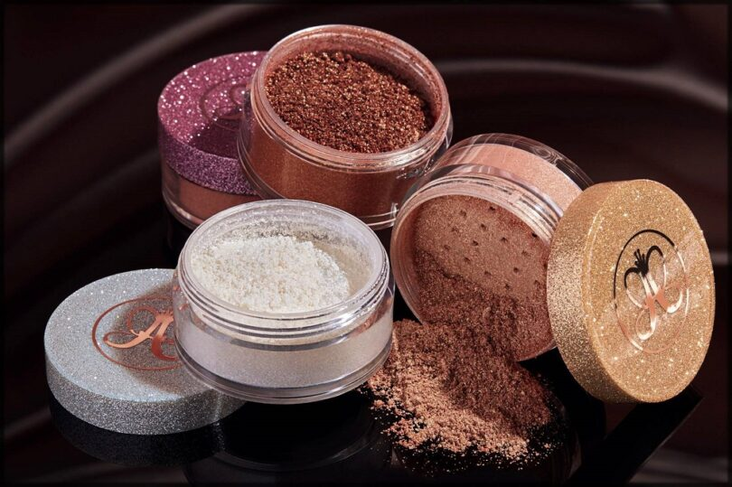 HOW TO APPLY POWDER HIGHLIGHTER